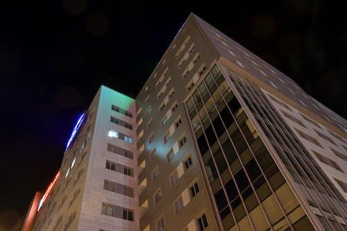 Бесплатное стоковое фото с высокий, городская фотография, здание, легкий