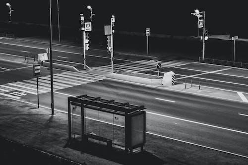 Základová fotografie zdarma na téma autobusová zastávka, čekárna, černobílá, černobílý