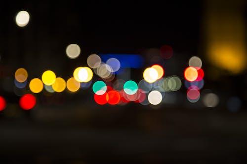 aydınlatılmış, bulanık, gece, ışıklar içeren Ücretsiz stok fotoğraf