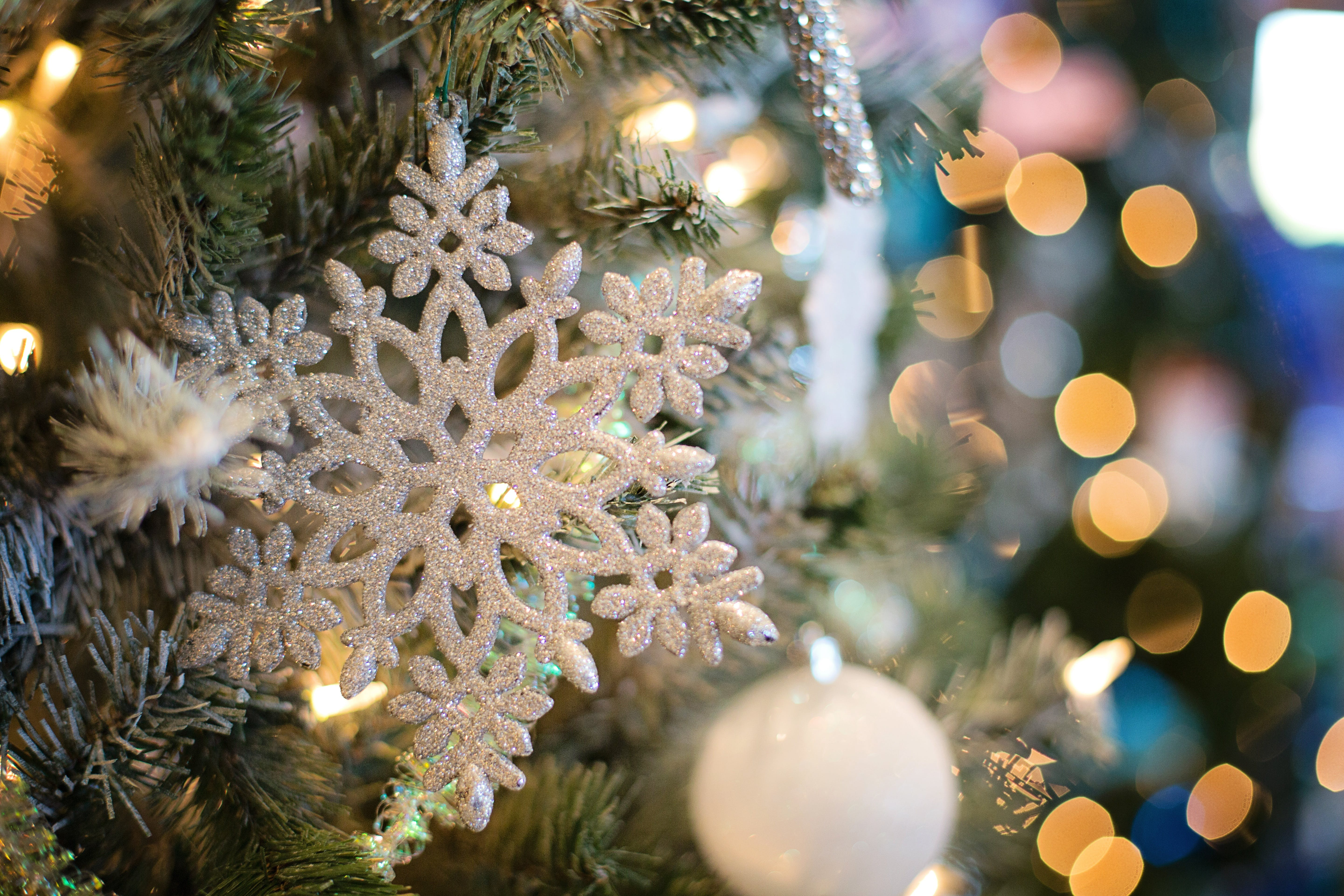 Selective Focus Photography of White Snowflake Decor