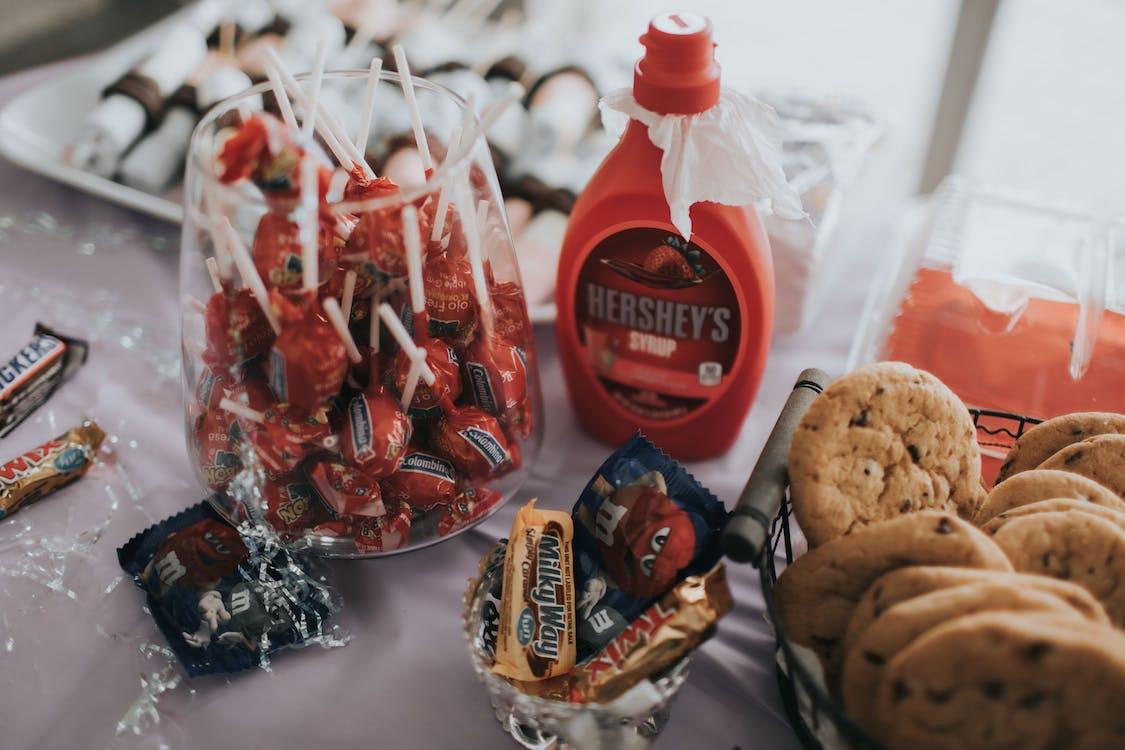 acadele, bomboane, ciocolată