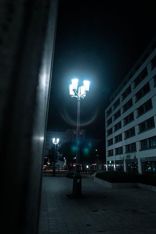 Kostnadsfri bild av arkitektur, kall, lampa, linsöverstrålning