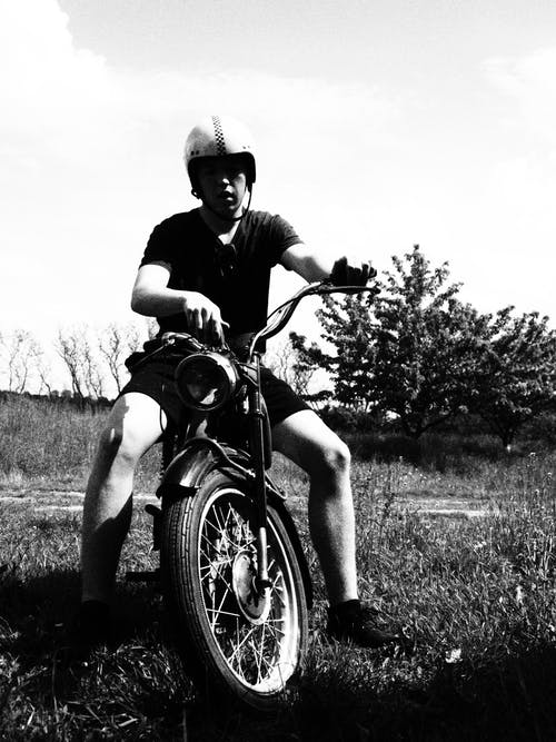 Fotobanka sbezplatnými fotkami na tému čierna a biela, motocykel