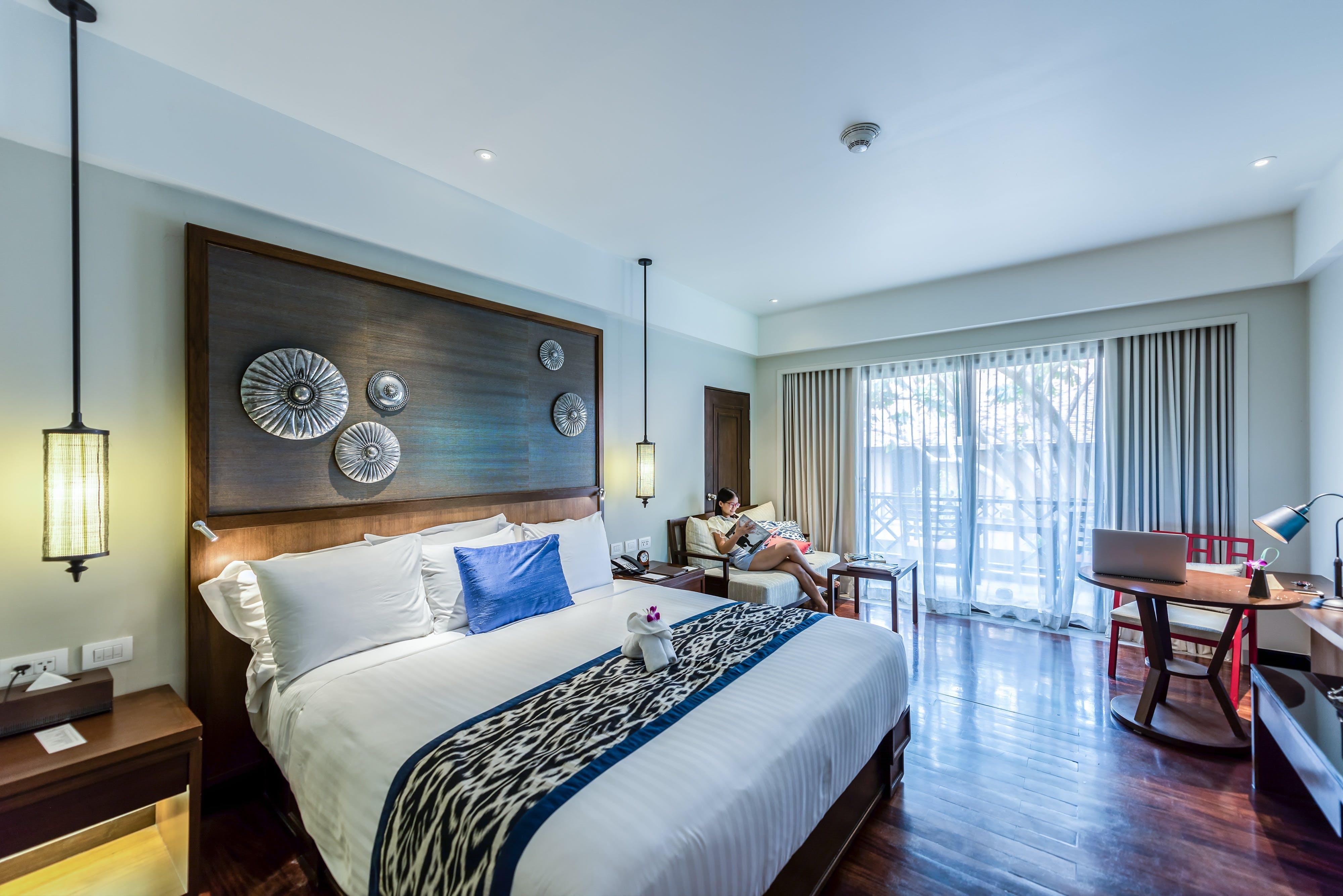 Kostenloses Stock Foto zu bett, schlafzimmer, tisch, architektur