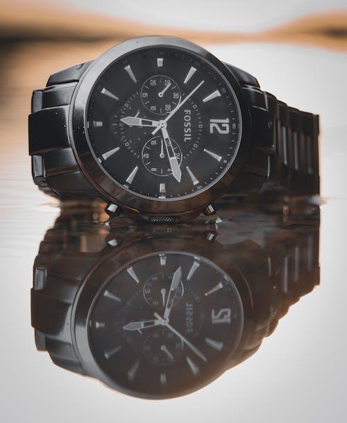 Gratis arkivbilde med armbåndsur, klokke, refleksjon, tid