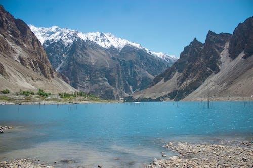 Kostenloses Stock Foto zu blauer himmel, blauer see, blick auf die berge, gebirge