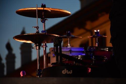 Foto profissional grátis de bateria, instrumento de percussão, instrumento musical, tambor