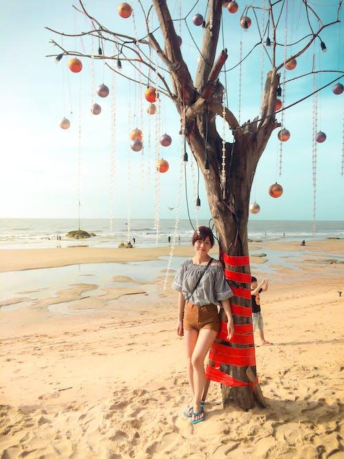 Darmowe zdjęcie z galerii z azjatycka dziewczyna, czas wolny, dekoracje, drzewo