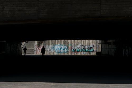 Ilmainen kuvapankkikuva tunnisteilla graffiti, katu, muuri, tumma