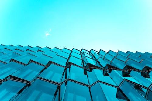 Fotos de stock gratuitas de arquitectura, edificio, edificio de vidrio, foto de ángulo bajo