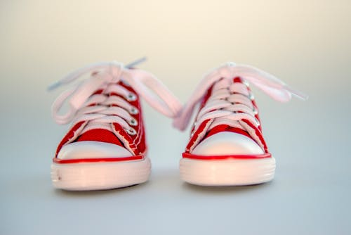 คลังภาพถ่ายฟรี ของ การถ่ายภาพหุ่นนิ่ง, รองเท้า, รองเท้าผ้าใบ, รองเท้าเด็ก