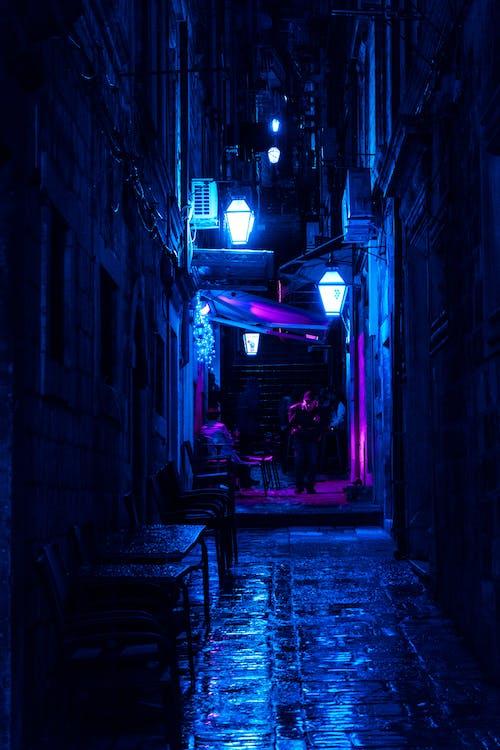 Безкоштовне стокове фото на тему «алея, архітектура, будівлі, вечір»