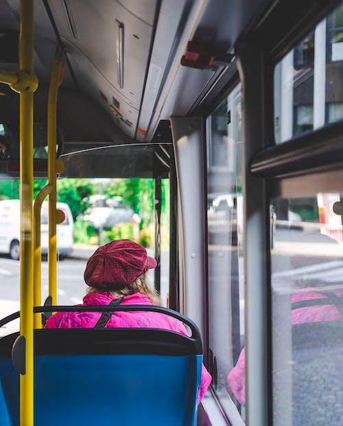 Безкоштовне стокове фото на тему «автобус, Автобусна зупинка, всередині, Вулиця»