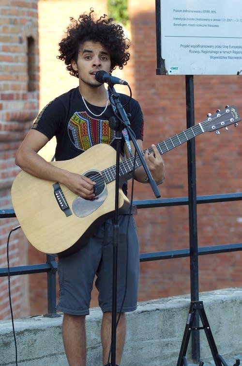 가수, 거리 공연가, 곱슬머리, 공공의의 무료 스톡 사진
