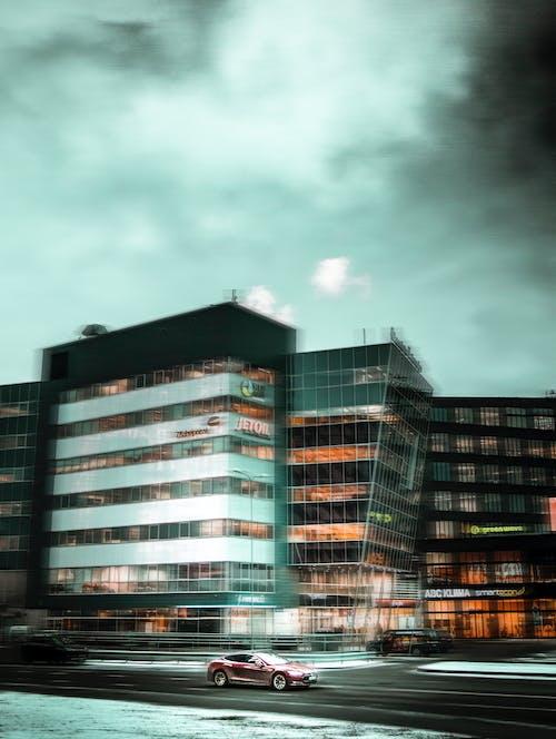 Δωρεάν στοκ φωτογραφιών με tesla, ηλεκτρικό αυτοκίνητο, παρατεταμένη έκθεση, σύγχρονη πόλη