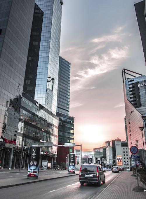 Δωρεάν στοκ φωτογραφιών με αρχιτεκτονική, αστικός, γραφείο, δρόμος