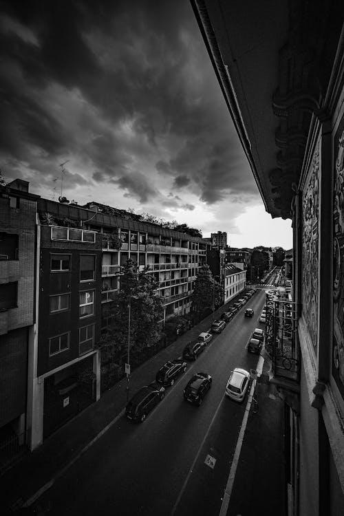 Foto d'estoc gratuïta de a l'aire lliure, arquitectura, blanc i negre, capvespre