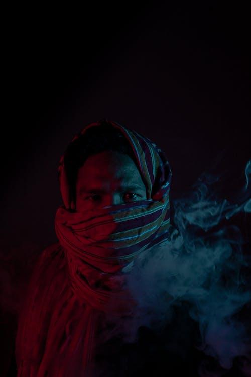 Foto profissional grátis de adulto, bandana, borrão, concentração
