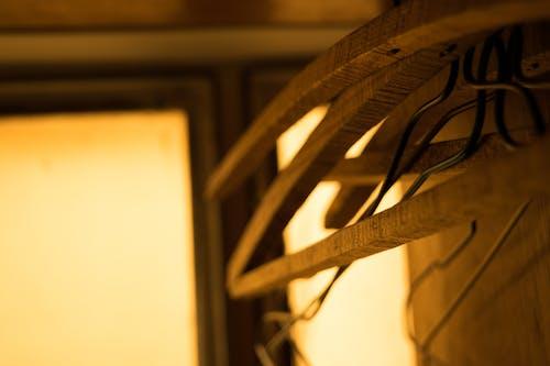 Photos gratuites de à l'intérieur, bois, brouiller, cintres