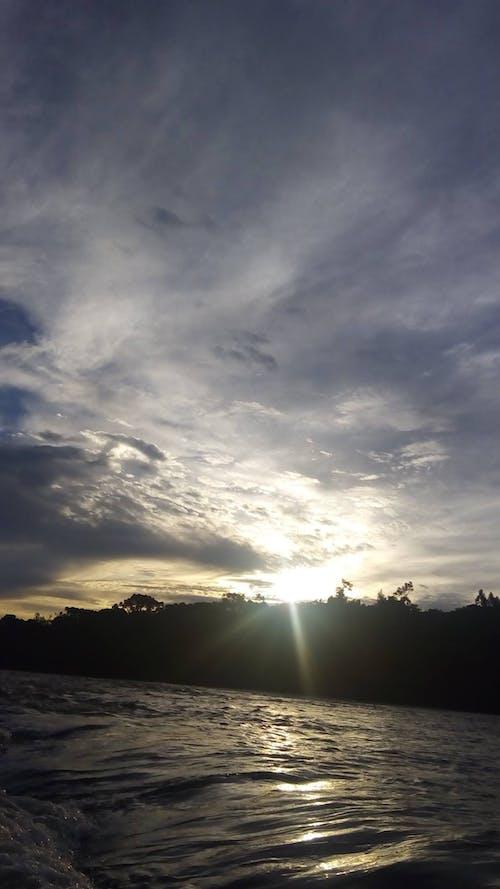 Безкоштовне стокове фото на тему «брижі, вода, драматичний, Захід сонця»