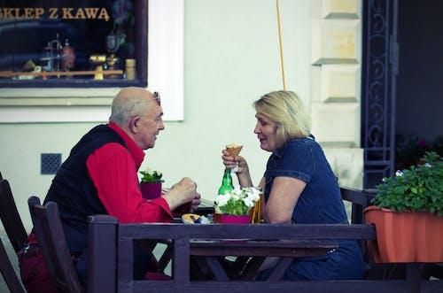 관광, 구시가지, 꽃, 노인의 무료 스톡 사진