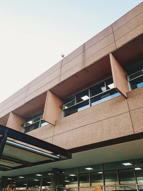 bakış açısı, beton, bina, cam pencereler içeren Ücretsiz stok fotoğraf