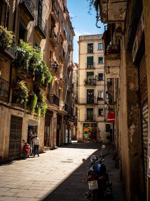 Immagine gratuita di architettura, balconi, casa, centro storico