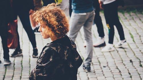 Fotobanka sbezplatnými fotkami na tému centrum mesta, dievča, fotografia ulice, krásne dievča