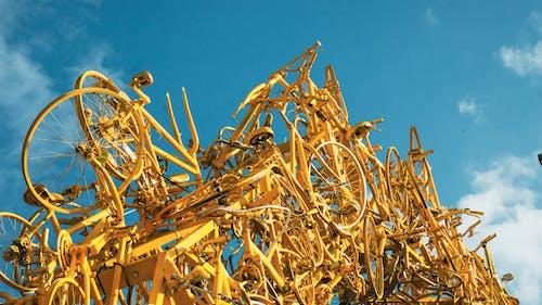 Foto profissional grátis de amarelo, ao ar livre, arte, bicicletas