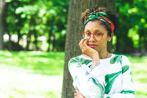 Безкоштовне стокове фото на тему «африканська жінка, афро-американська жінка, Вибірковий фокус, Гарний»