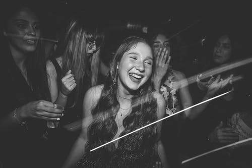 Foto profissional grátis de alegre, amigos, amizade, celebração