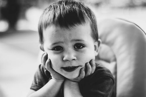 Fotobanka sbezplatnými fotkami na tému batoľa, chlapec, čierna a biela, čierny abiely