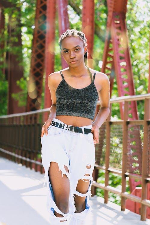 Безкоштовне стокове фото на тему «афро-американська жінка, боке, глибина різкості, Денне світло»