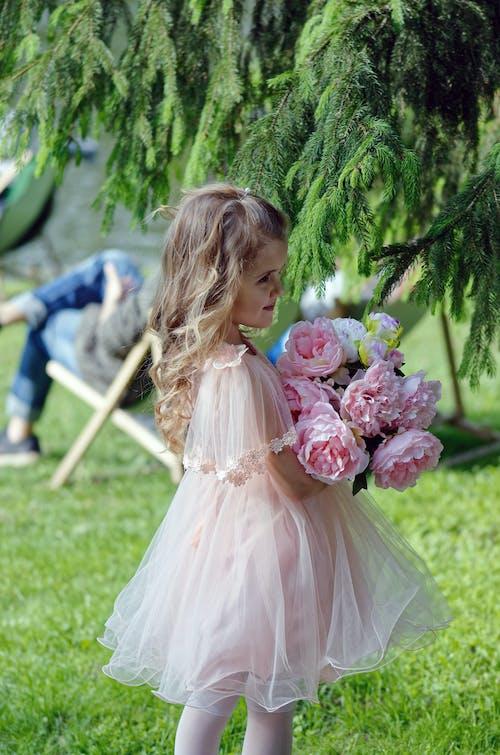 공원, 귀여운, 긴 머리, 꽃의 무료 스톡 사진