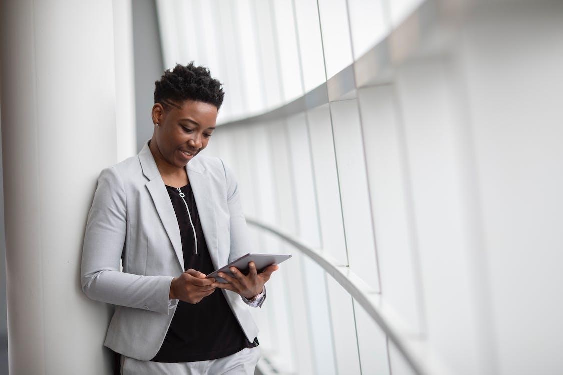Kostnadsfri bild av affärskläder, afrikansk amerikan kvinna, anställd