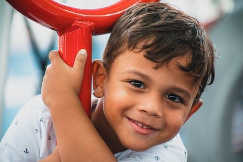 Základová fotografie zdarma na téma americký, chlapec, chlapec hraje, děti