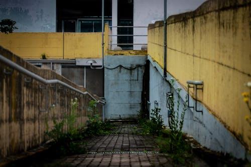 Foto d'estoc gratuïta de arquitectura, estructura de formigó, fotografia urbana, groc