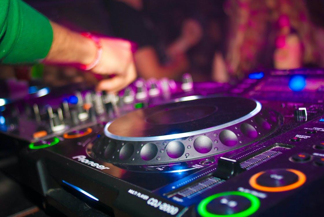 DJ, DJ混音器, 唱盤