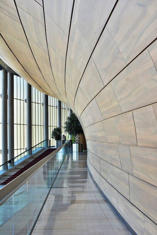 Fotos de stock gratuitas de adentro, arquitectura, arquitectura moderna, artículos de cristal