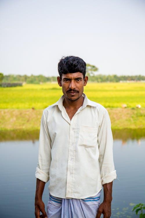 Безкоштовне стокове фото на тему «індійський чоловік, вираз обличчя, вода, волосина»