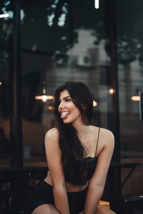 Základová fotografie zdarma na téma atraktivní, brunetka, dospělý, jazyk ven