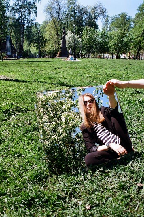 Fotobanka sbezplatnými fotkami na tému dospelý, exteriéry, kvet, leto