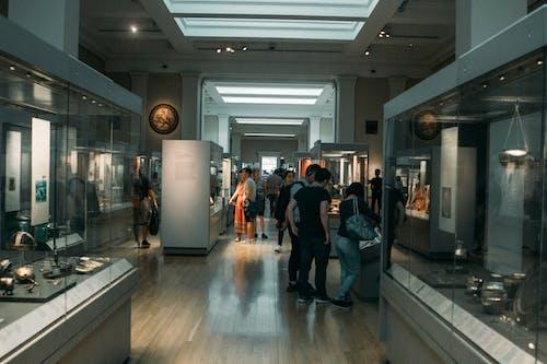 Kostenloses Stock Foto zu menschen, museum