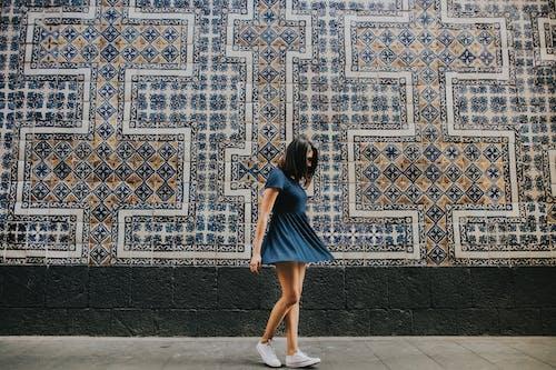 Kostnadsfri bild av kvinna, mode, mosaik, person
