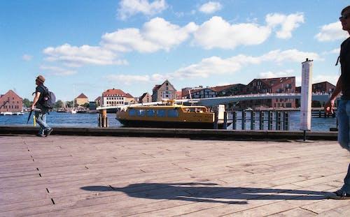 Gratis lagerfoto af båd, by, Danmark, gul