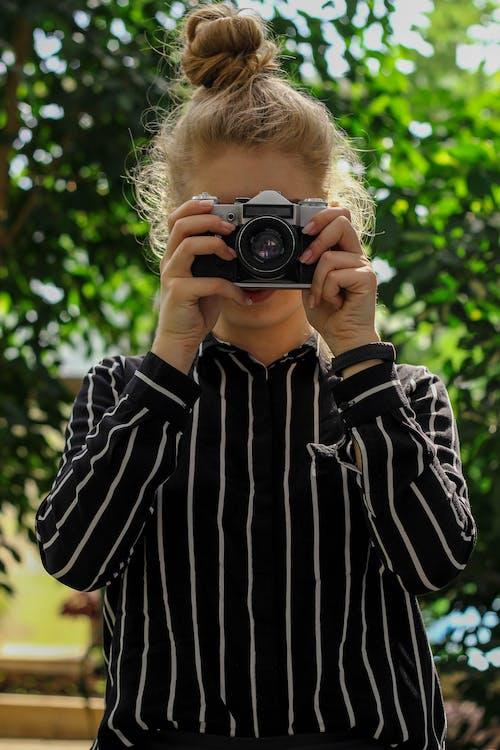 blond, fotograf, fritidskläder