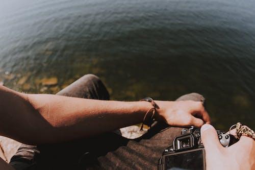 aygıt, cilt, deniz, eller içeren Ücretsiz stok fotoğraf