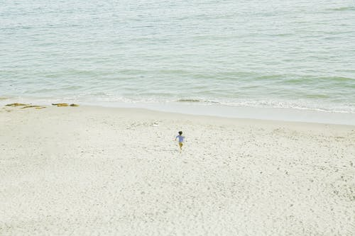 人, 岸邊, 從上面, 海 的 免費圖庫相片