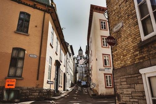 Foto profissional grátis de alameda, arquitetura, cidade, edifícios