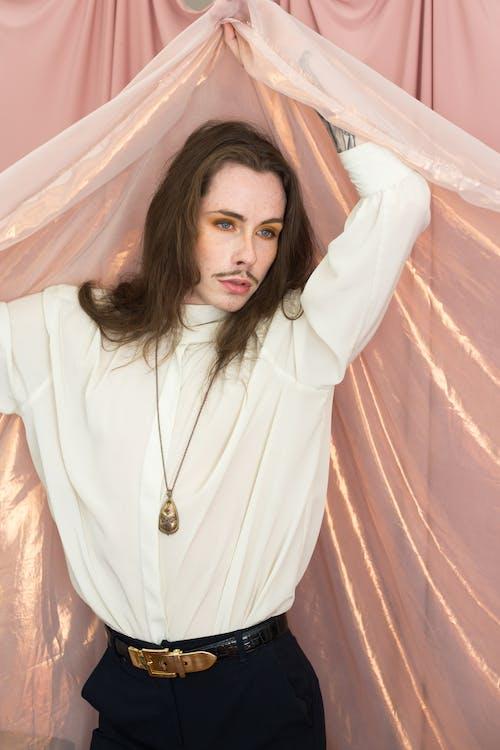 Бесплатное стоковое фото с Аксессуары, борода, брюнетка, выражение лица